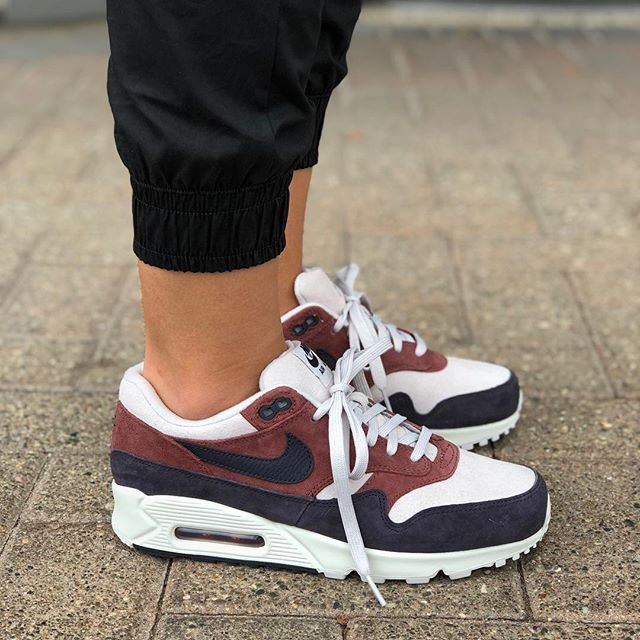 """4bdd324255 Fall 2018 Collection Womens Nike Air Max 90/1 """"Red Sepia/Oil Grey"""