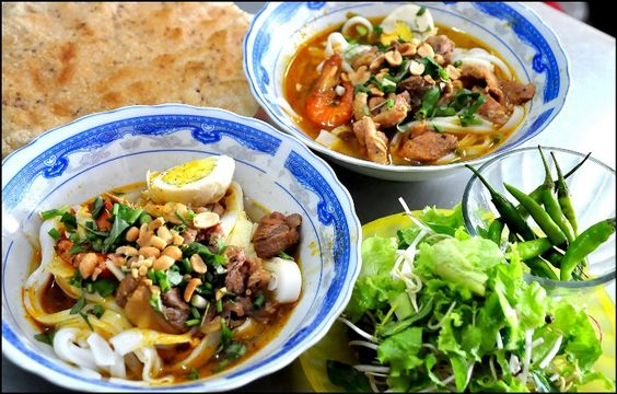 Keep calm and eat Mi Quang !!! (Quang Style noodle soup)  #vietnamtravel #svietnam #DaNangcuisine #DaNangfood #miquang  S-Vietnam Travel - Travelling more Loving more   Tel.: 024 666 28 355 - Hotline: 0936 630 360  Email: info@s-vietnam.vnpic.twitter.com/hWfeHv2PyJ