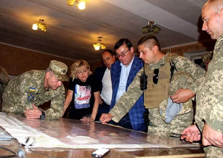 Порошенко: Україна зможе подолати військові випробування без обмеження демократії - Цензор.НЕТ 9263