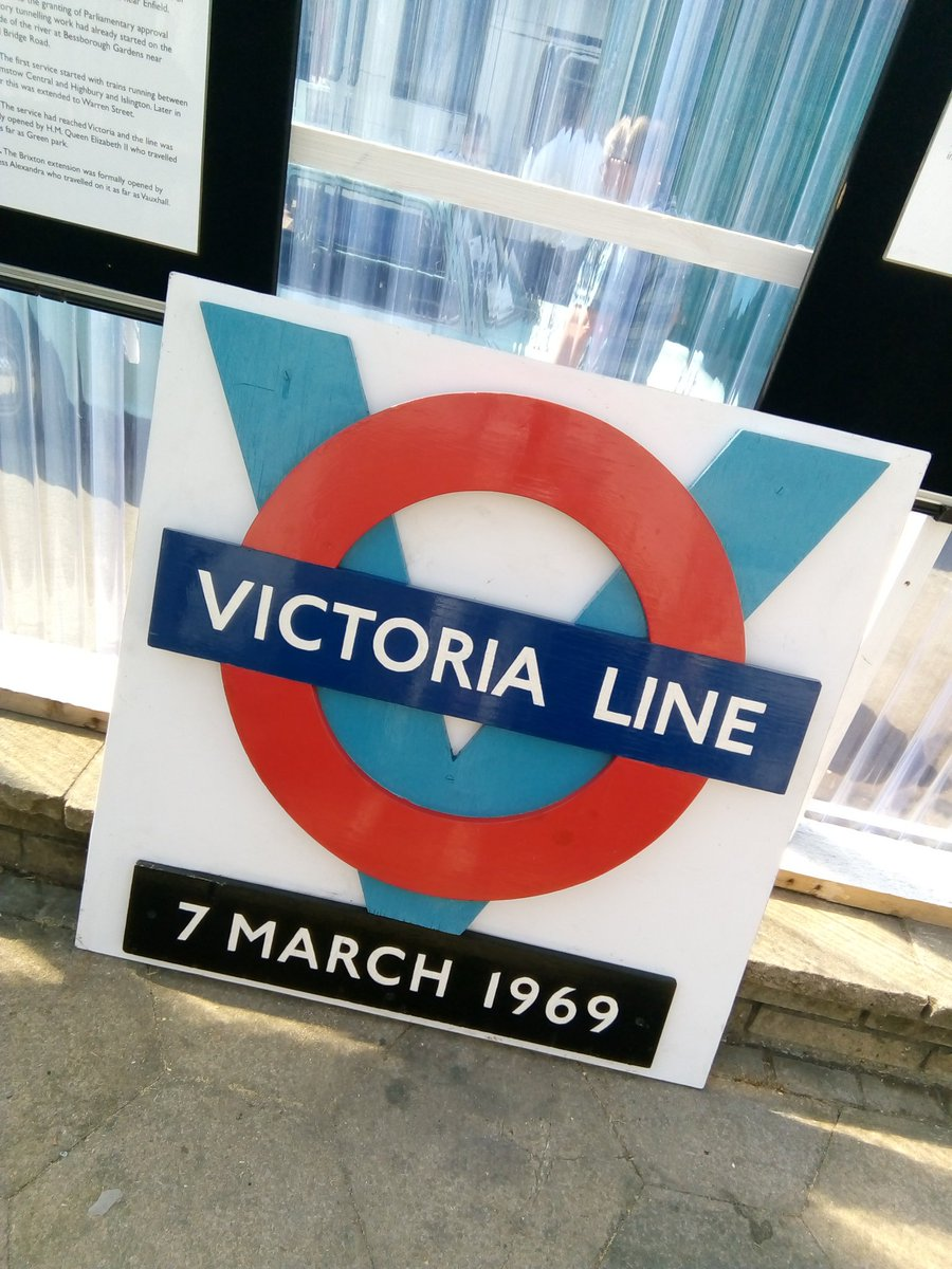 DmFa3WpW0AAHfEQ - The Victoria Line's really big 50th birthday!