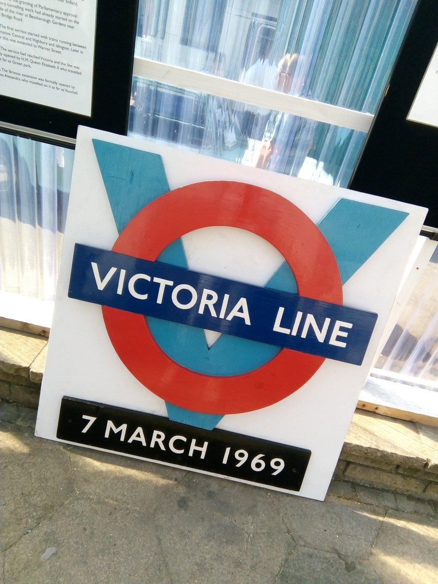 DmFa3WpW0AAHfEQ - The Victoria Line's really big 50th birthday!