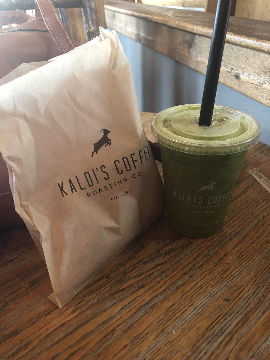 kale, pineapple, apple, cayenne, chia seeds #breakfast #fuel https://t.co/OC6Twto2pj
