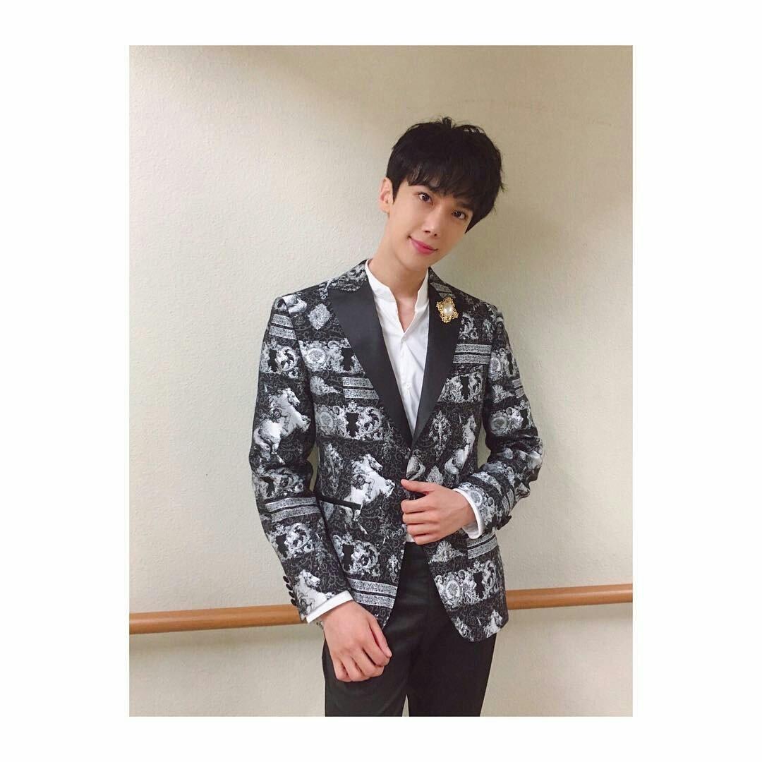 Mansfashion Hashtag On Twitter Black Blazer Jaket Korea Style Sk 15 Regrann From Sunmin Ah Parkjungmin Concet Talk Show St Horse Jacquard Pattern Suit