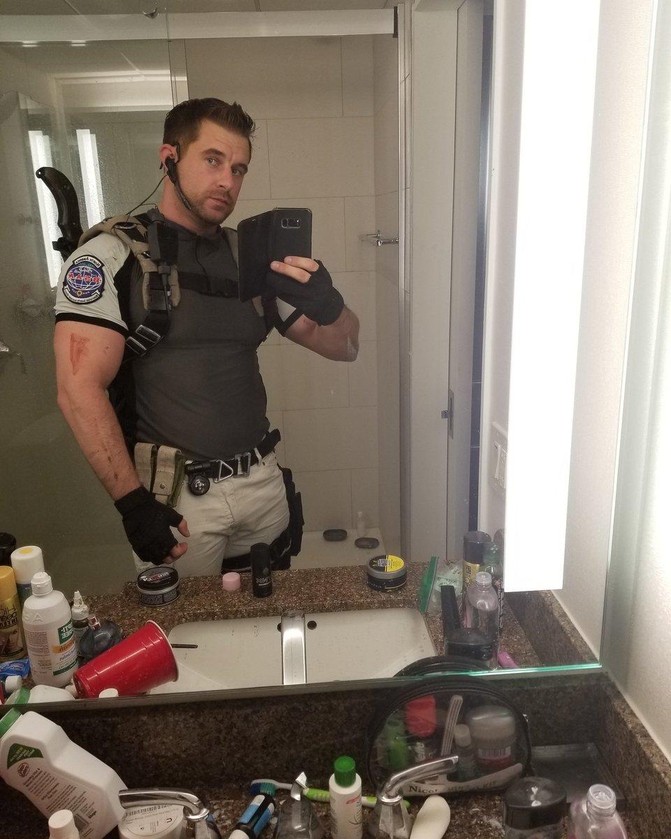 chris redfield resident evil 5 cosplay