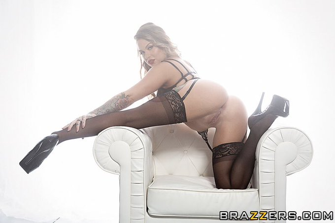 2 pic. 🔥NEW🔥 ANAL @BRAZZERS SCENE JUST DROPPED! Go like, comment & blow a huge load 👊🏼💦💦 https://t.c