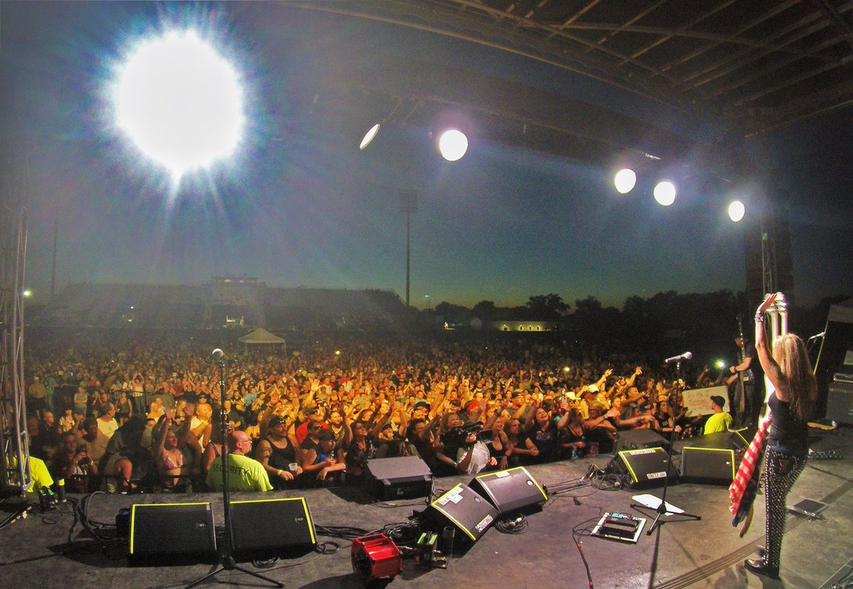 Thank you Obetz, Ohio! What a crowd, & what a night! We've got shows coming up in IA, MD, NJ, VA, & more! Visit LitaFordOnline.com for more tour dates & TIX! Up Next: Sept 9 - Spencer, Iowa @ClayCountyFair - ( w/ @TeslaBand )