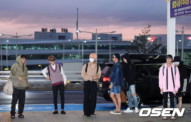 [📷 PRESS] 180903 @BTS_twt at Incheon Airport heading to LA https://t.co/pe85h2KKcv