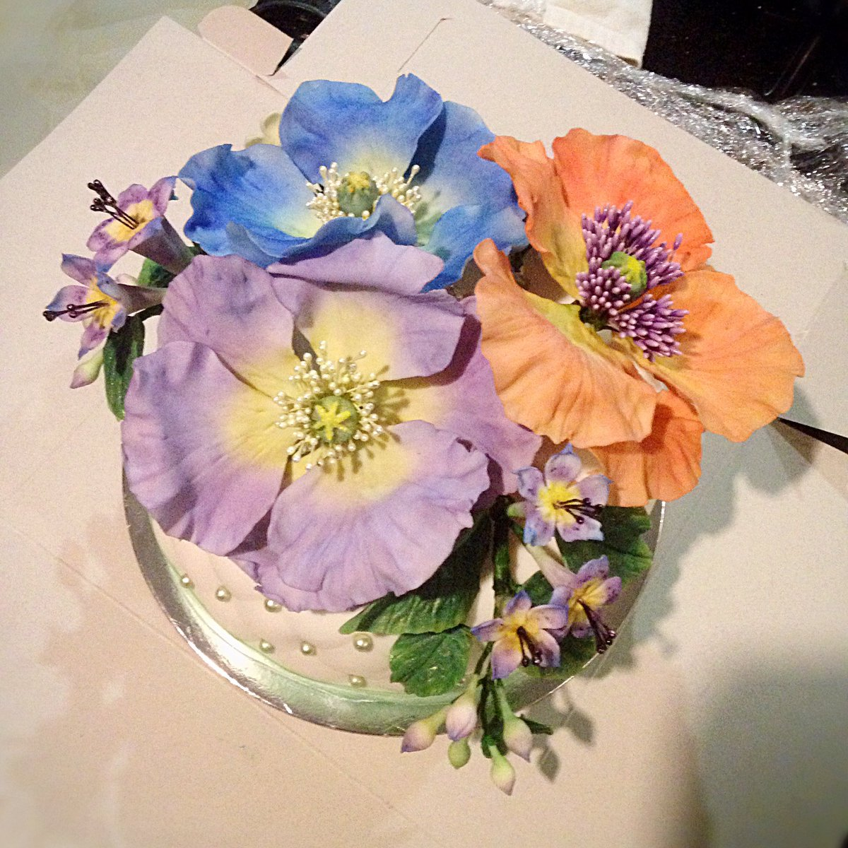 Gumpaste hashtag on twitter the flowers are randomly colored poppy flowers and various filler flowers cakeart gumpaste sugarflowers cakespicitter4wwv6wqlcn izmirmasajfo