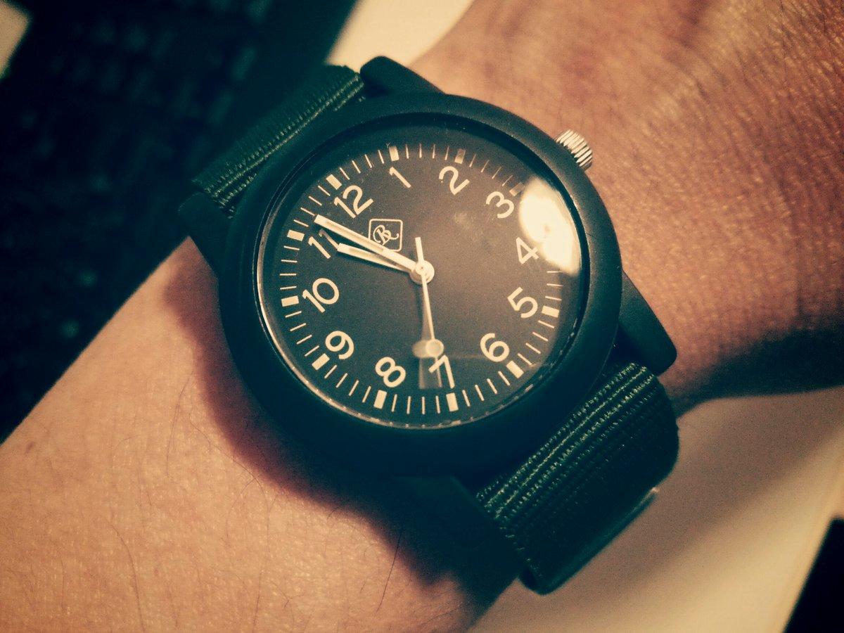 test ツイッターメディア - 今日あったケアマネさんは、ロレックスのサブマリーナを腕にしていた。 個人の趣味だから別にかまわないけど、なんかうさんくさい。 僕の腕時計はダイソー。 #ダイソー #100均 https://t.co/IZzP85SmJY