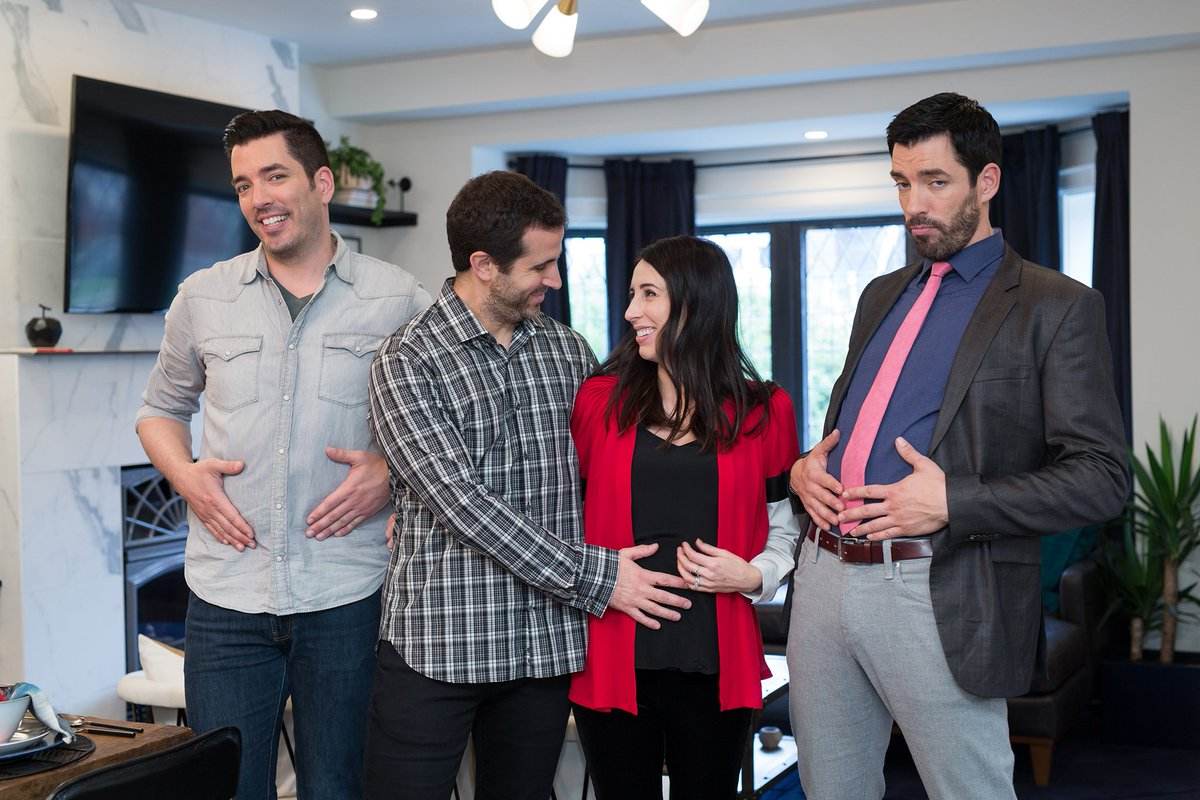 Mrdrewscott Signs On For An Express House Hunt But It S Up To Mrsilverscott Find A Style That Suits This New Episodes Of Propertybrothers