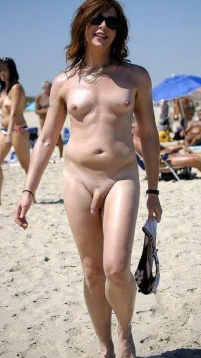 Трансики на пляже
