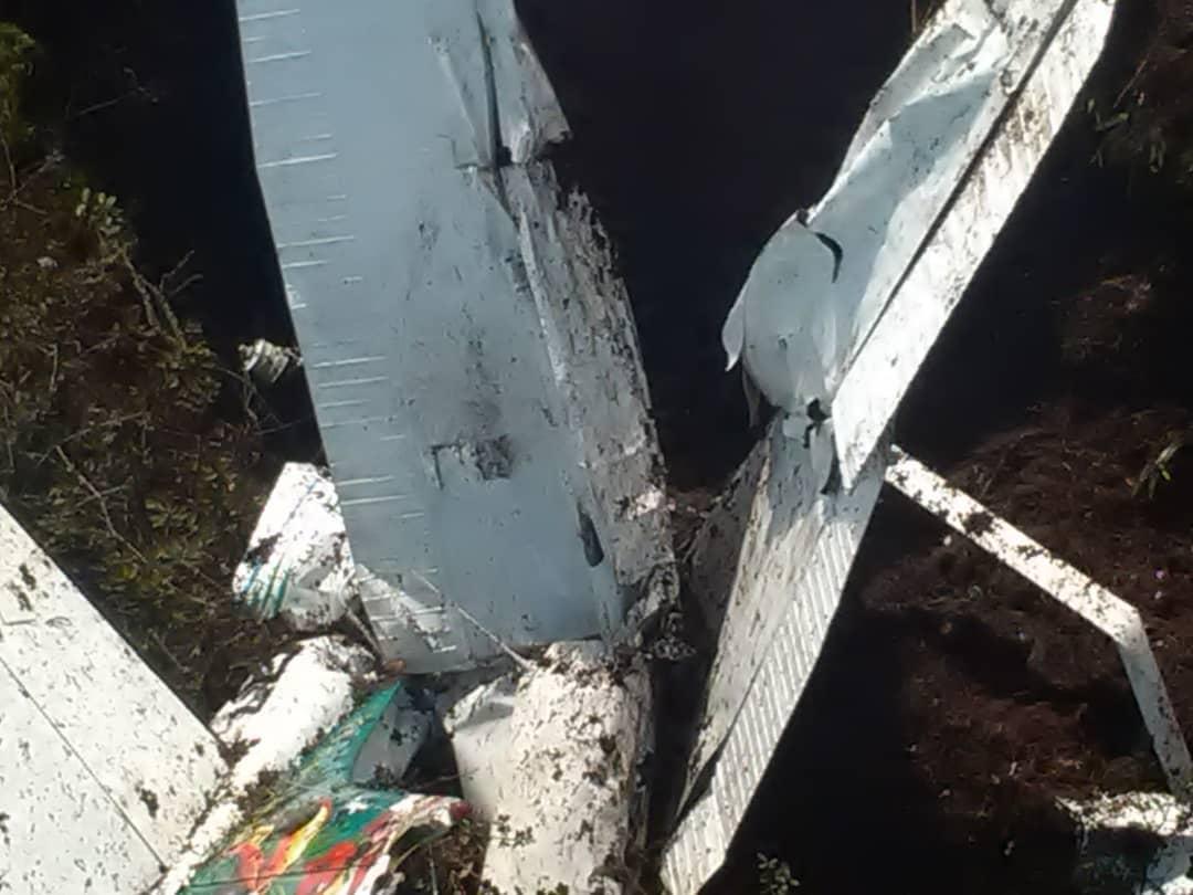 Encuentran siniestrada la avioneta reportada como desaparecida en Canaima: los seis tripulantes fallecieron DmMh-vhW4AchBgw