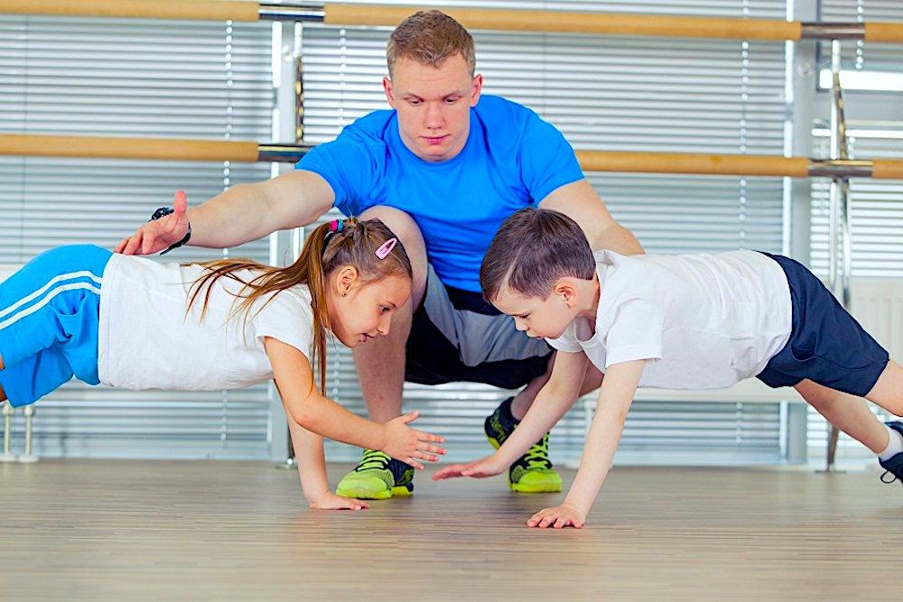 Картинки родители и дети занимаются физкультурой