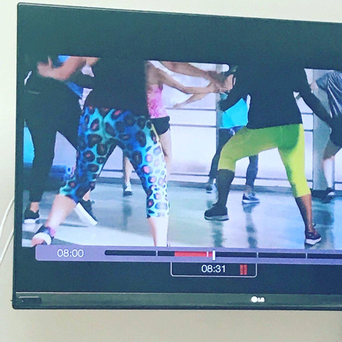 e3fdee354e0cd8 You work them leggings girl, shake your thang! . . . #move #shakeit #dance  #active #activewear #activestyle #gym #aerobics #leggings #leopardprint ...