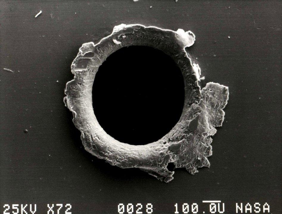 国際宇宙ステーションにあいた穴、宇宙飛行士が親指でふさいでその場をしのぐ #サイエンス #宇宙 #ロシア https://t.co/43eTDKpZet