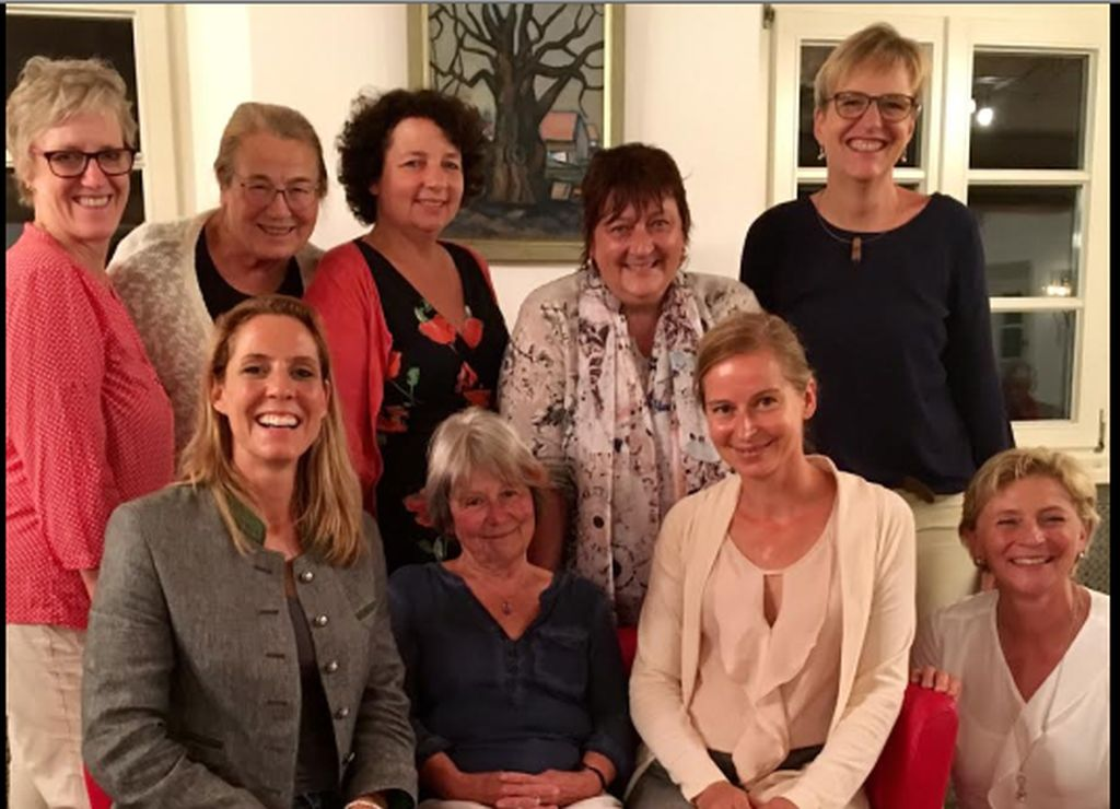 #Diskussion #Frauenwahlrecht und das Leben der #Frauen im Landkreis Miesbach - SPD Landtagskandidatin Verena Schmidt-Völlmecke  @Verena_SPD ludt dazu spannende Frauen aus dem #LandkreisMiesbach - Weiterlesen: https://bit.ly/2wNqY4z #Frauenpolitik #politikpic.twitter.com/0OyvuTMgZh