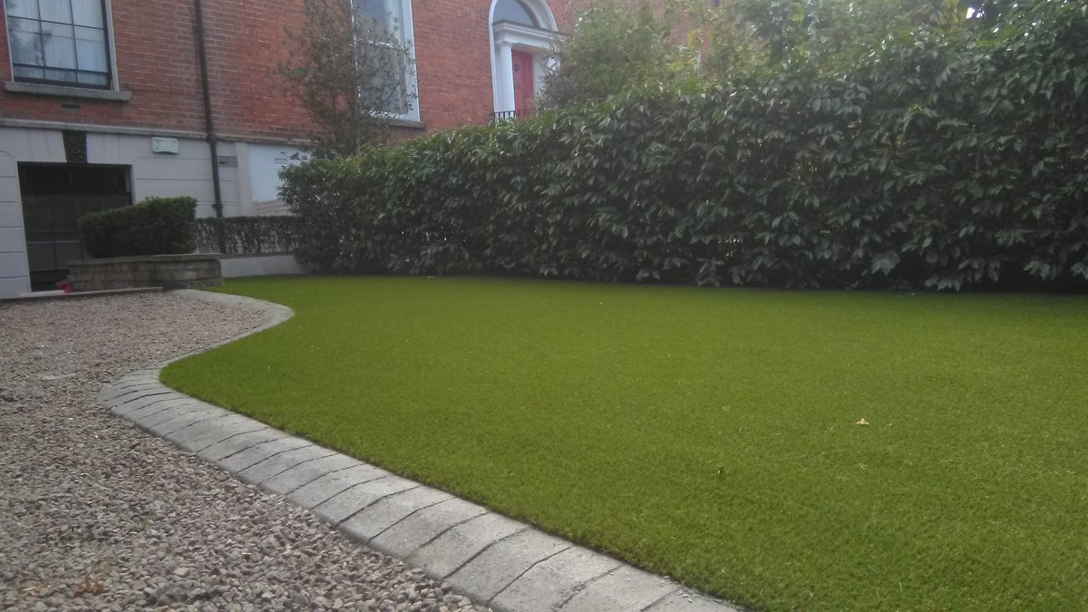 Completed photos of a front garden in Rathmines with royal grass silk 25. #rathmines  #dublin  #Ireland  #garden  #rental  #property