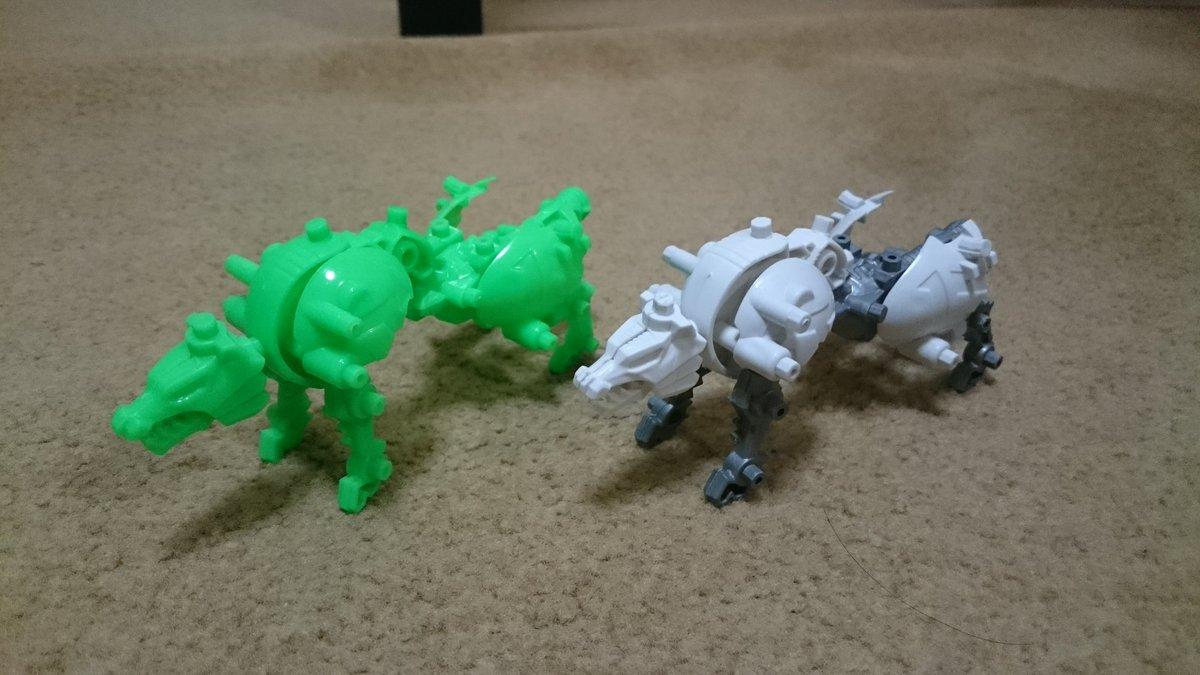 test ツイッターメディア - ちょっとしたことだけど変身自在ロボ、景品として買ってきたのだがグリーンウルフの色味が気に入ったから入れ替えちゃう。(左が元々ので右のが新しいの)あとオマケのグリーンすぎるウルフとグリーンじゃないウルフ。 #ムゲンバイン #セリア #変身自在ロボ https://t.co/2QXwnGD2DC