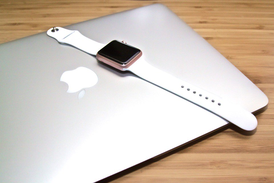 Finally my wife taught me something about IT! amzsup.co/2wNq0WP #AppleWatch #Laptop #BlackScreen #Logout