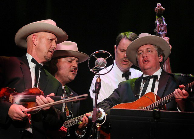 Music Park: Earls of Leicester (@EarlsOfL) were true pros @TheBirchmere, 9/2 -- and good for a laugh w/ the cornball humor from @JerryDouglas #EarlsOfLeicester #LesterFlatt #EarlScruggs #bluegrass  http:// parklifedc.com/2018/09/04/mus ic-park-earls-of-leicester-the-birchmere-9-2-18/   … <br>http://pic.twitter.com/VXf3kwvoZ0
