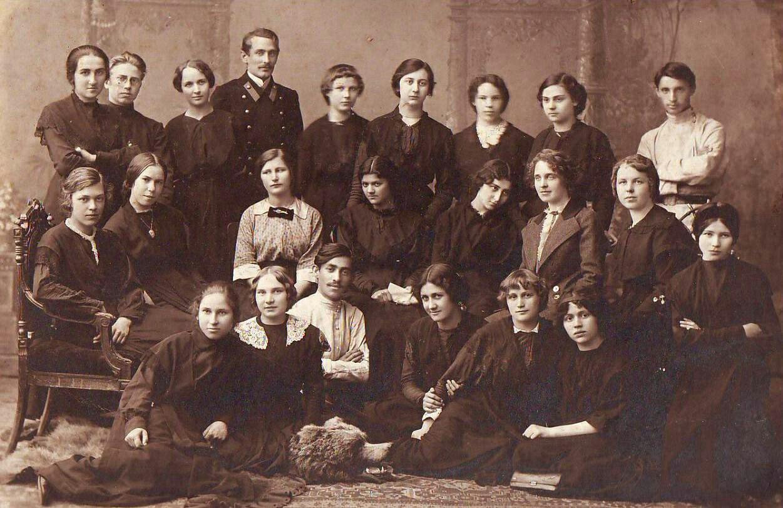 женские гимназии в россии сад