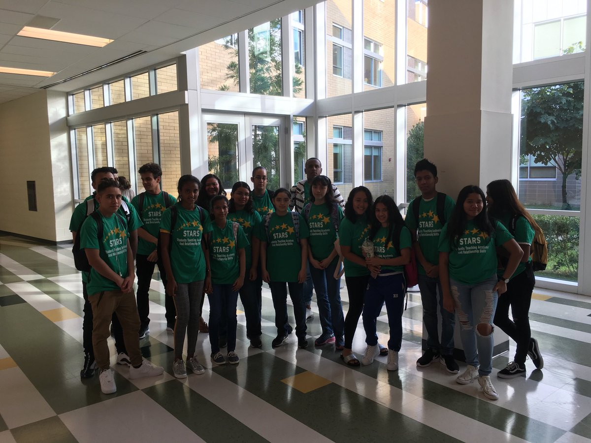 STARS mentors on hand to help out during freshman orientation ⁦<a target='_blank' href='http://twitter.com/WHSHappenings'>@WHSHappenings</a>⁩ <a target='_blank' href='https://t.co/6hzZd3f1r6'>https://t.co/6hzZd3f1r6</a>