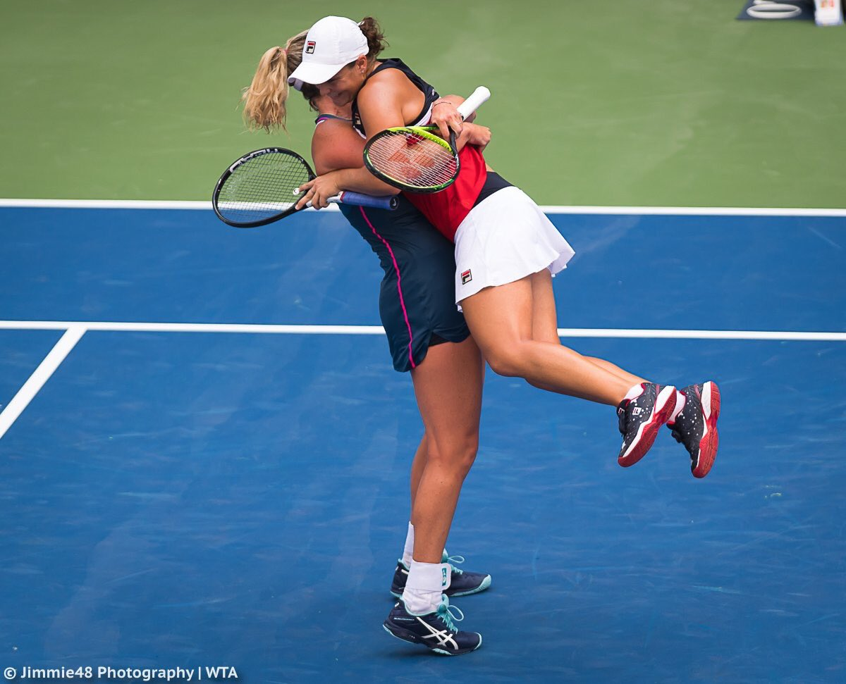 👯♀️🎾🔥🔜 Semi finals!! (I did not give consent for sweaty hugs 💦) @CoCoVandey