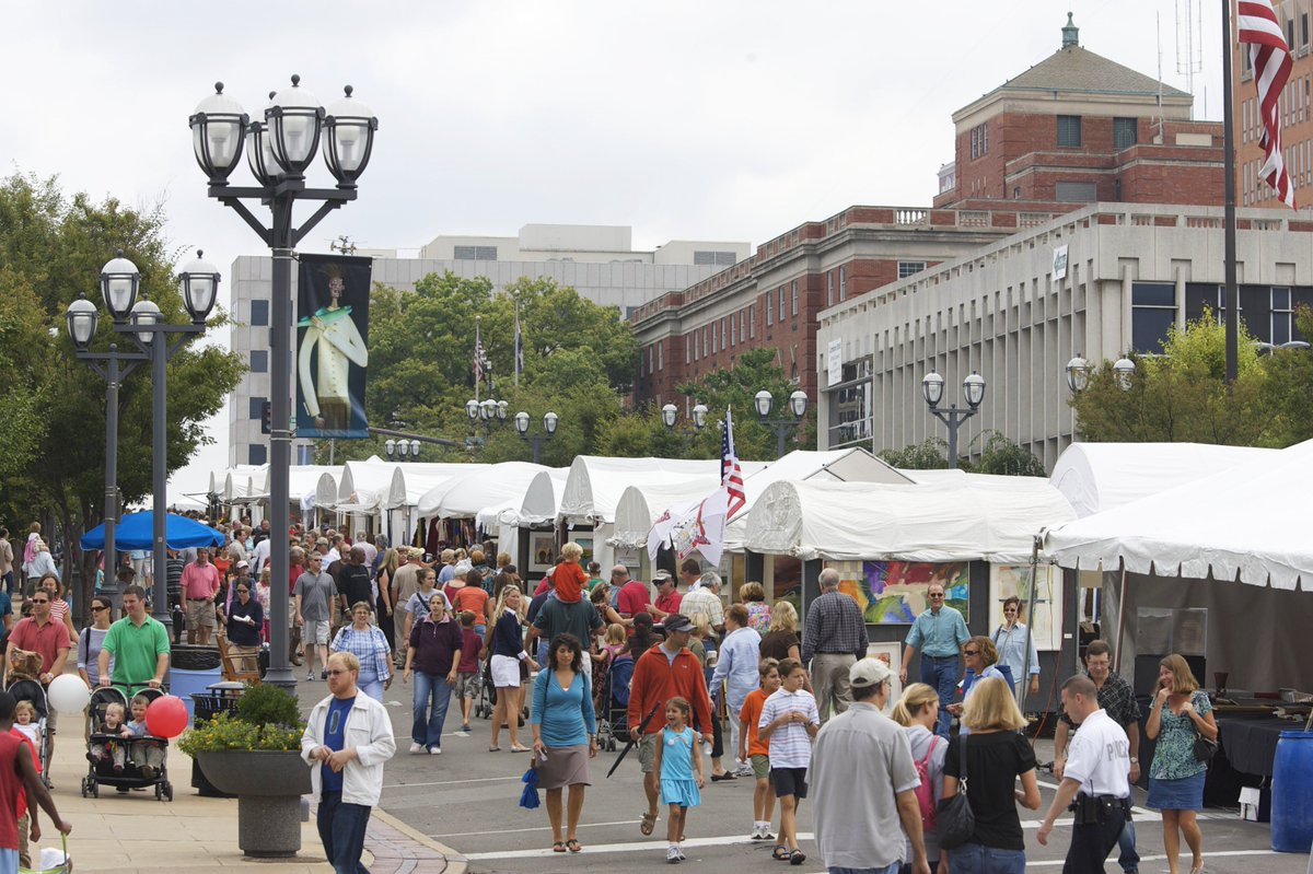 Love #art? Check out @STLArtFair in Clayton this weekend! It's fun for the whole family: http://explstl.us/2xbsr78