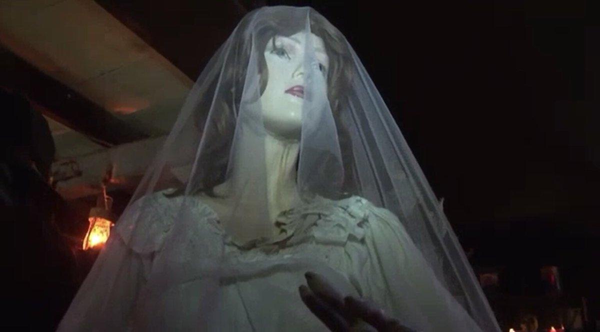 """Javier Pérez Campos on Twitter: """"También hay objetos encantados más insólitos... Como un vestido de novia. Ojo, no es el único. En el condado de Blair se exhibe el vestido de novia"""