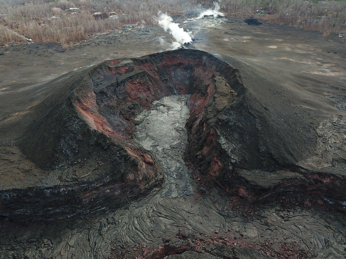 Glow seen at volcano's fissure 8 https://t.co/rlauwakGts #Hawaii #HIvolcano #Kilauea #KilaueaEruption