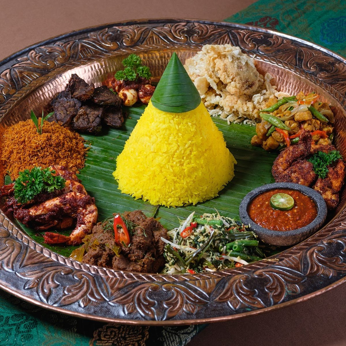 """Mamanda Kuala Lumpur on Twitter: """"Nasi Tumpeng #MamandaKL- a cone-shaped  yellow rice surrounded by assorted traditional dishes, served in a copper  tray channels the classic and royal Malaysian vibes.…  https://t.co/Fid2lqFdNk"""""""