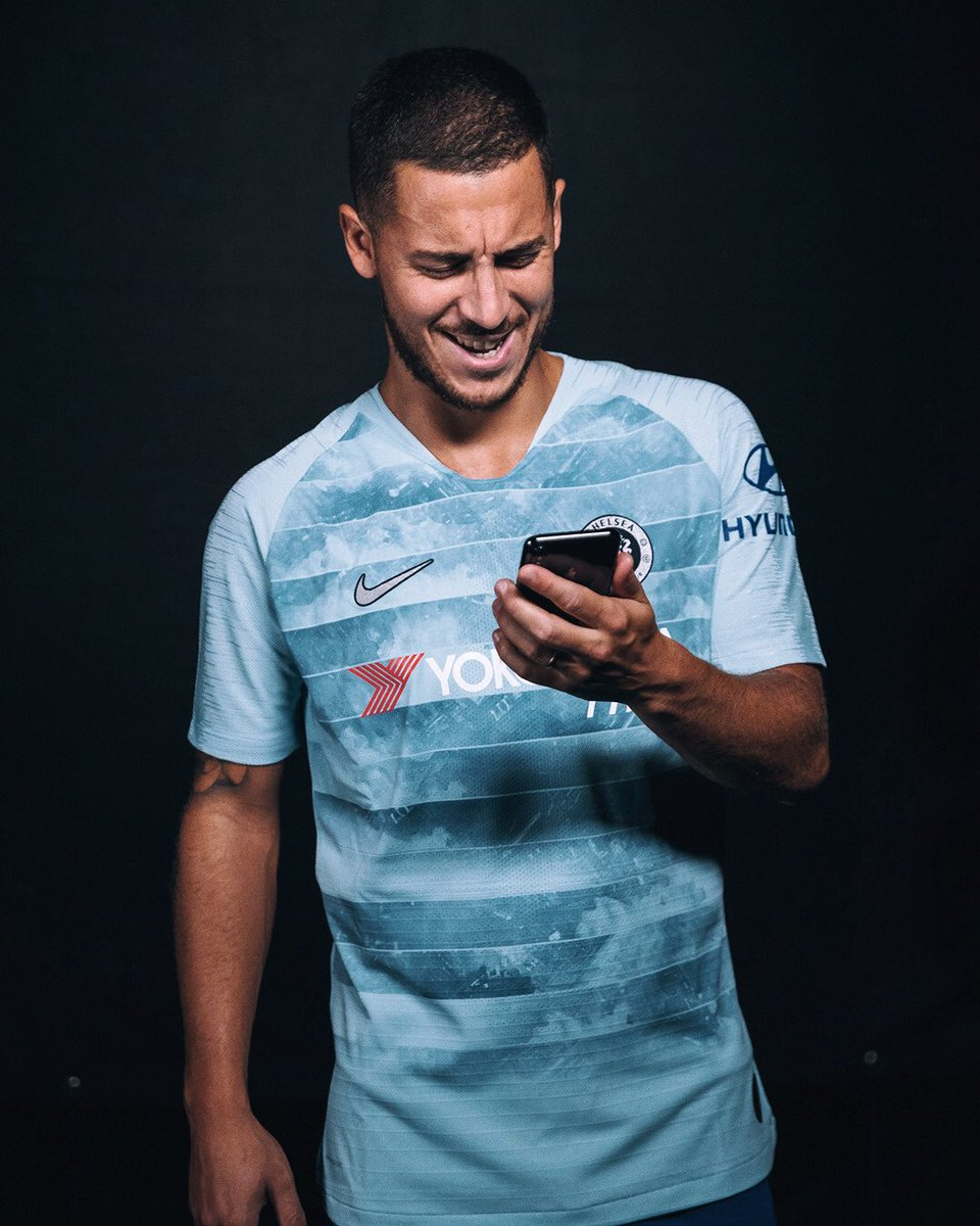 Tapping into my new third kit with NikeConnect. 🤳 Can't wait to see what you guys do creating a fan jersey. ⚪🔵⚽ Check it out now at http://Nike.com/football . #NikeFootball #ChelseaFC