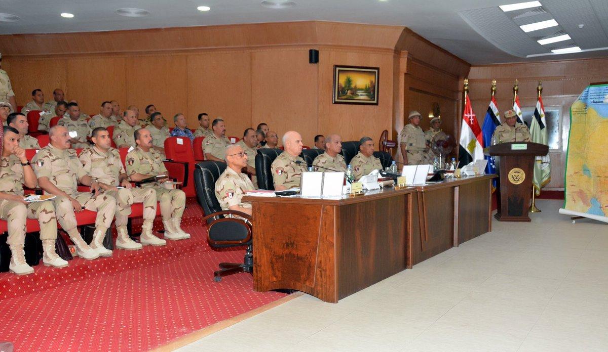 الفريق أول / محمد زكى القائد العام للقوات المسلحة وزير الدفاع والإنتاج يلتقى مقاتلى الجيش الثالث الميدانى DmUimsPW4AAncCm