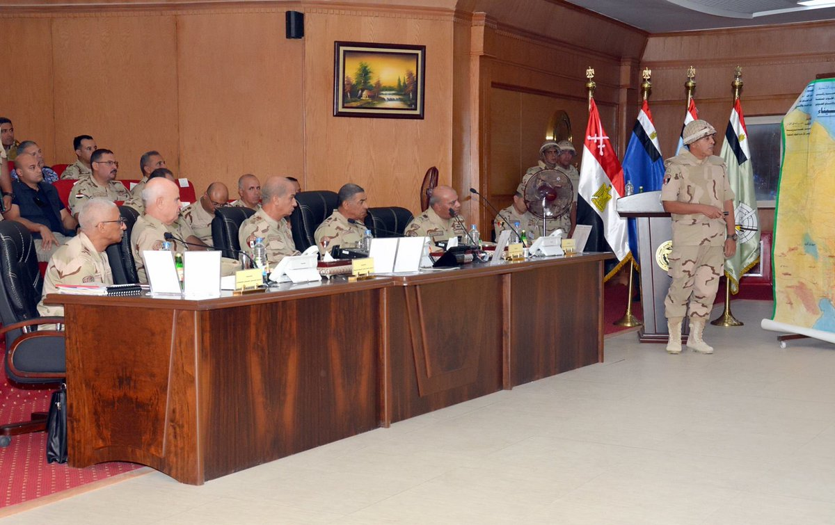الفريق أول / محمد زكى القائد العام للقوات المسلحة وزير الدفاع والإنتاج يلتقى مقاتلى الجيش الثالث الميدانى DmUimsXW4AAClrN
