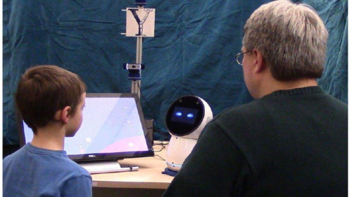社交的すぎないソーシャルロボットが自閉症の子どもを助ける #ロボット #ニュース #大学研究 #テクノロジー https://t.co/VPm9ILJ6FW