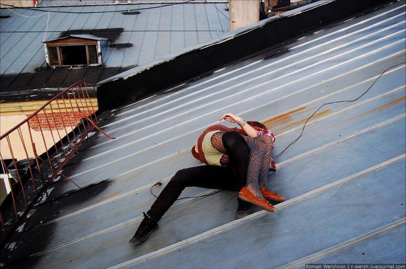 Менты трахаются на крыше — pic 13