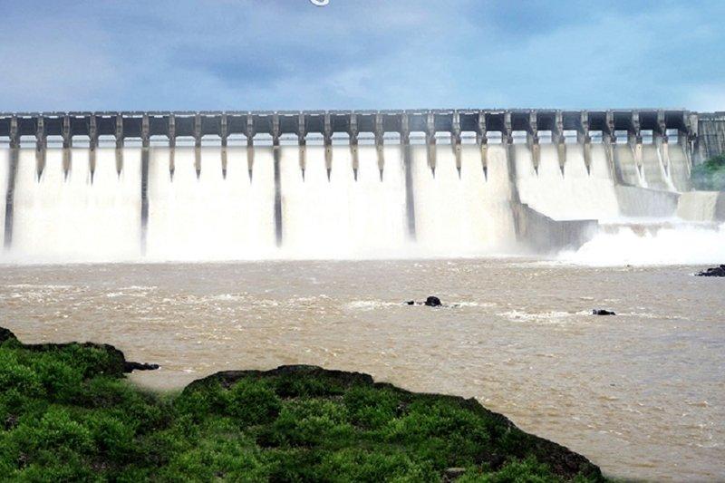 ખેંચાયેલ વ૨સાદના સંજોગોને ઘ્યાનમાં લઈને સિંચાઈ માટે નર્મદાનું પાણી છોડવાનો રાજય સ૨કા૨નો નિર્ણય
