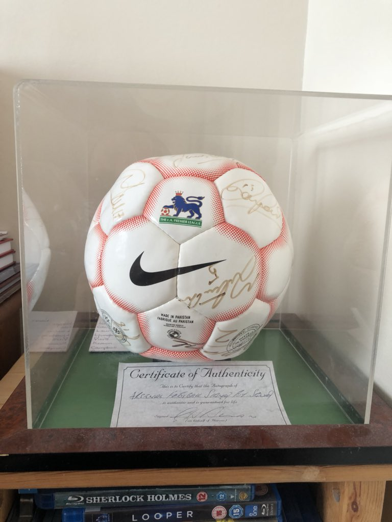 Selling my signed Invincibles ball. All the squad plus AW. Certified and in Perspex case. Offers? https://t.co/c6CST2EwG4