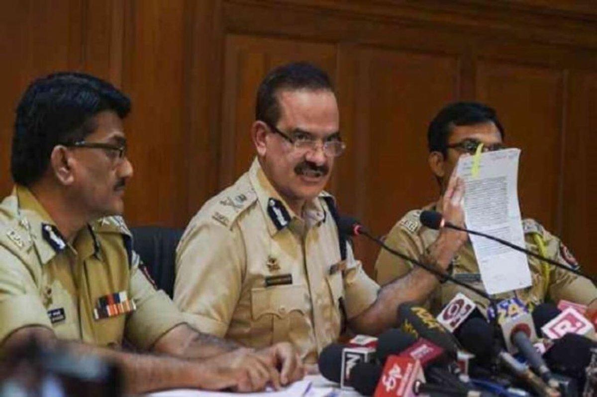 सप्रीम कोर्ट के जज प्रेस कॉन्फ़्रेन्स करें तो बिलकुल सही।महाराष्ट्र पुलिस urban naxals पर प्रेस कॉन्फ़्रेन्स करे तो ग़लत।असहमति लोकतंत्र का सेफ़्टी वाल्व है,जगह नहीं दी तो प्रेशर कुकर फट जाएगा।अगर प्रेशर कुकर में बारूद भरा हो तो देश फट जाएगा।माई लॉर्ड हमारी असहमति भी दर्ज करें।