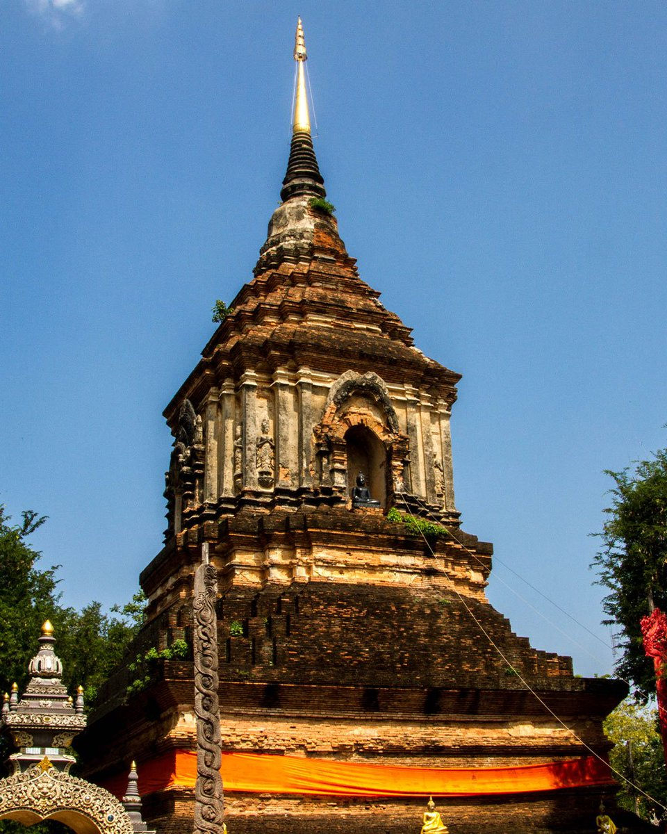 Wat Lok Molee´s massive Chedi   When built in 1527 in Chiang Mai city it must have been very dominating probably the largest building in the area.  #Chedi  #WatLokMolee #Temple  #ChiangMai #Northernthailand   http://www.instagram.com/p/BnrF9M1n3uc/pic.twitter.com/IxASFMuhQJ