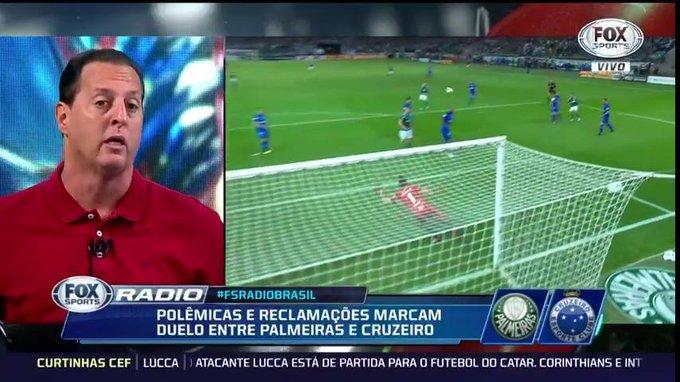 """🎙Benja: Para mim o Cruzeiro tem a melhor defesa do Brasil, Léo e Dedé estão jogando uma barbaridade, o Egídio está jogando muita bola, o Edílson estava bem até fazer a bobagem de ser expulso e o Fábio hoje é o melhor goleiro do futebol brasileiro"""" #FSRádioBrasil Foto"""