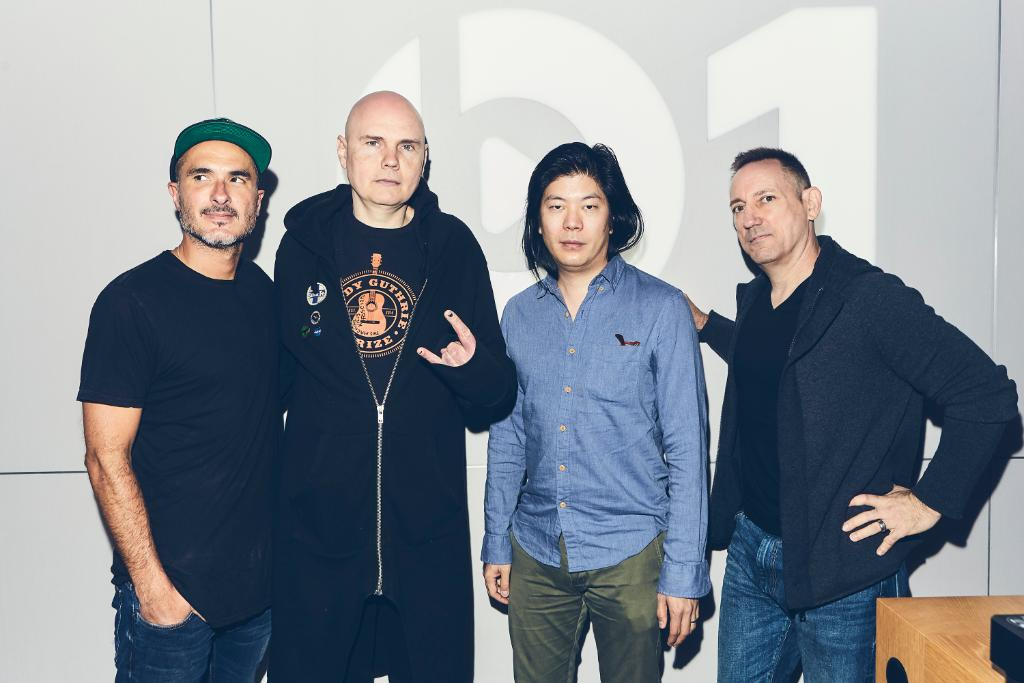 MONDAY! @SmashingPumpkin x @zanelowe Past, present and future. 10AM LA / 1PM NYC / 6PM LDN apple.co/SPBeats1