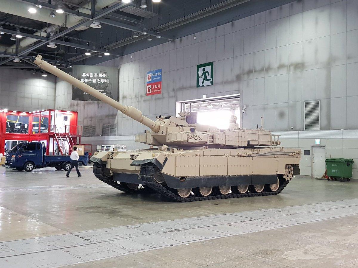 بلد شرق اوسطي واحد على الاقل يبدى اهتماما بشراء دبابات  K2 Black Panther الكوريه الجنوبيه  Dm_YgmQX0AEjSjQ