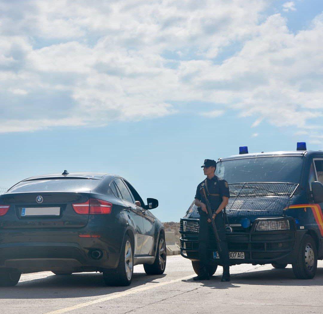 ¿De verdad quieres ayudar a huir a un delincuente?  Difundir la ubicación de un #control policial ⛔es la forma más rápida y eficaz de hacerlo.  No seas #cómplice  #Seguridad