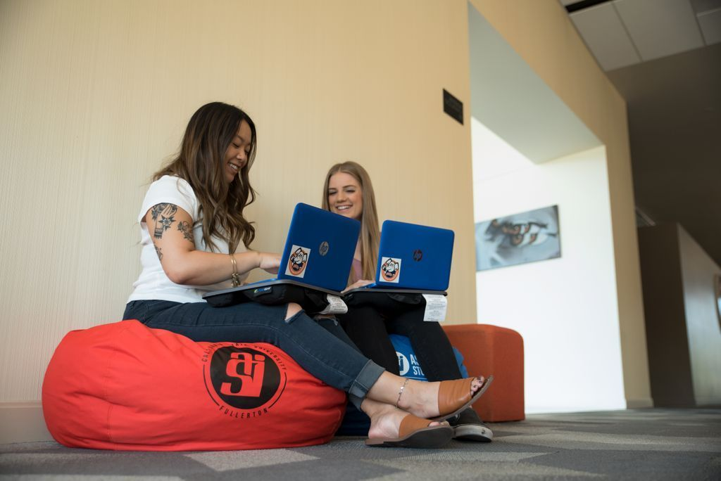 Amazing Asi Csuf On Twitter Bean Bags Lap Desk Are Available For Pabps2019 Chair Design Images Pabps2019Com