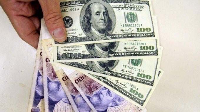 """El principal asesor económico de @realDonaldTrump cree que Argentina debería """"atar"""" el peso al dólar @Larry_Kudlow Photo"""
