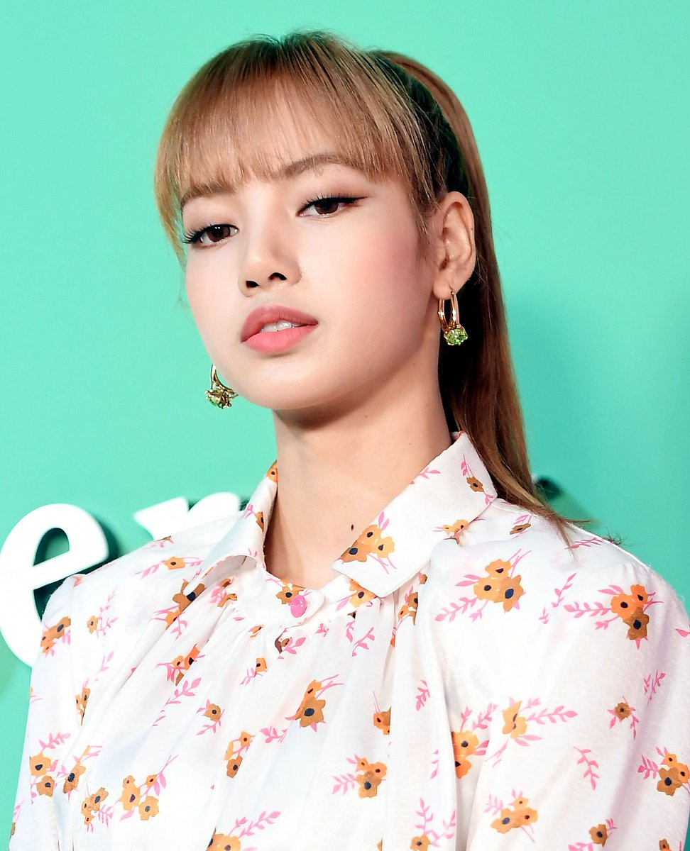 Kpopping On Twitter 180906 Blackpink Rose Lisa At Mulberry 2018