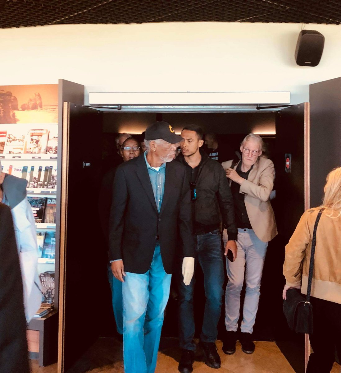 Morgan #Freeman while attending the international film festival in Deauville has taken the opportunity to watch the normandy's 100 days film at #Arromanches360 #Deauville2018 #DeauvilleUS #memorialdecaen
