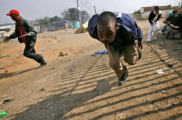 Diamond is going to escape like 👇👇 #TheQueenMzansi just watch 😒