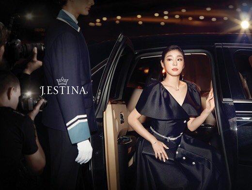 Юна Ким - Страница 5 Dmc0UHrVAAI61fx